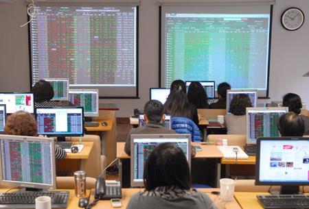 Chứng khoán sáng 12/10: Cổ phiếu đầu ngành dẫn sóng tăng