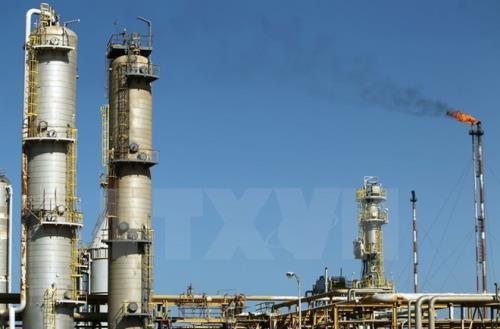 Giá dầu thế giới giảm hơn 3% phiên 26/10 do lo ngại dư cung