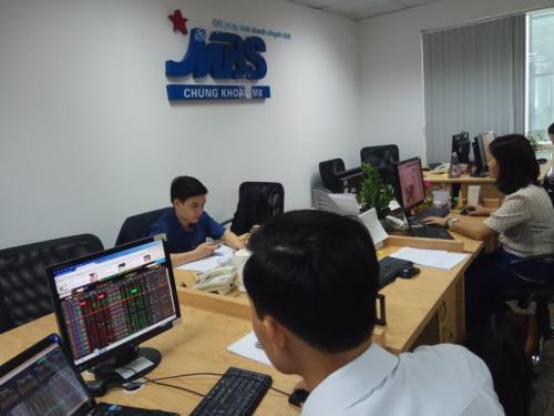 Chứng khoán ngày 13/7: Cổ phiếu lớn sụt giảm, VN - Index mất mốc 870 điểm