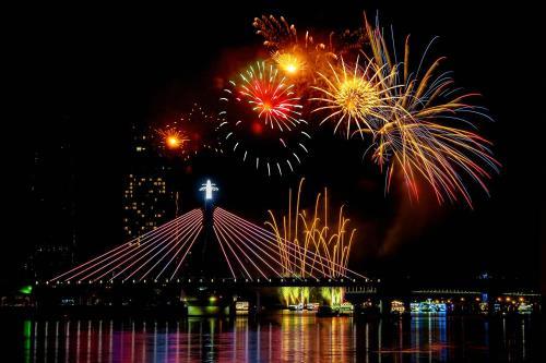 4 điểm bắn pháo hoa tầm thấp diễn ra ở Công viên Văn hóa Đầm Sen, quận 11, khu Di tích lịch sử Láng Le - Bàu Cò huyện Bình Chánh