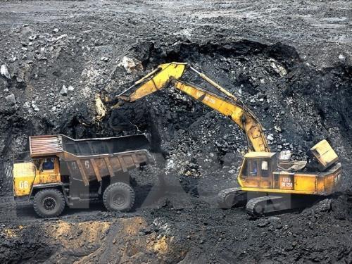 """Giải pháp nào """"giữ chân"""" công nhân mỏ?"""