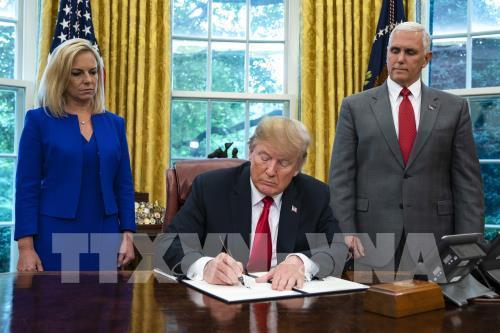 Mỹ chấm dứt ưu đãi thương mại với Hong Kong (Trung Quốc)