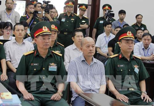 """Phiên tòa xét xử sơ thẩm bị cáo Đinh Ngọc Hệ (tức """"Út trọc""""), nguyên Phó  Tổng giám đốc Tổng Công ty Thái Sơn (Bộ Quốc phòng) cùng các đồng phạm."""