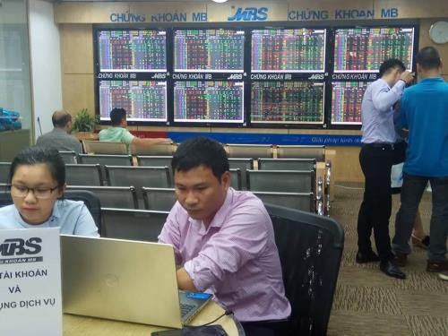 Thị trường chứng khoán tăng trưởng tích cực nhờ dòng tiền nội