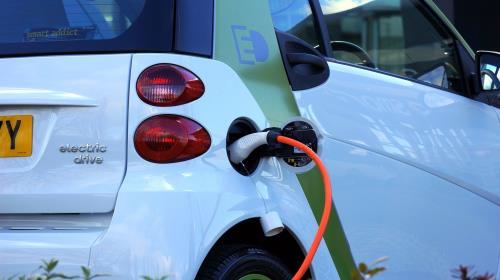 EU tăng cường nhập khẩu xe điện và xe hybrid