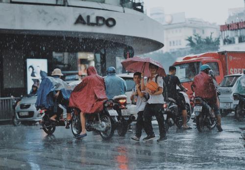 Dự báo thời tiết hôm nay 6/6: Hà Nội có mưa rào và dông vào chiều tối