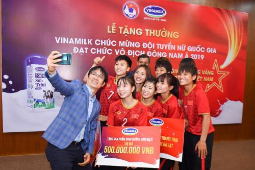Vinamilk trao thưởng Đội tuyển bóng đá nữ quốc gia vô địch