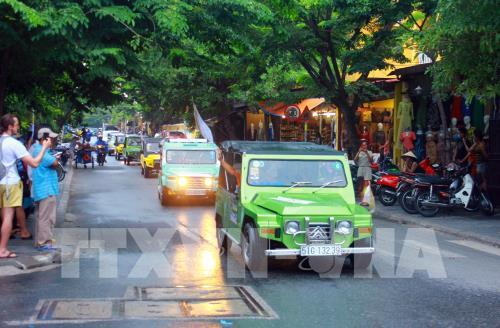 Độc đáo màn trình diễn xe cổ tại thành phố Hội An