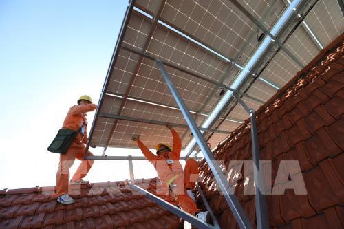Đầu tư điện mặt trời mái nhà: Khó do đâu?