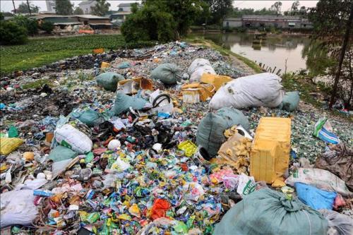 Ủy ban Thường vụ Quốc hội đề xuất thu phí chất thải rắn sinh hoạt theo khối lượng