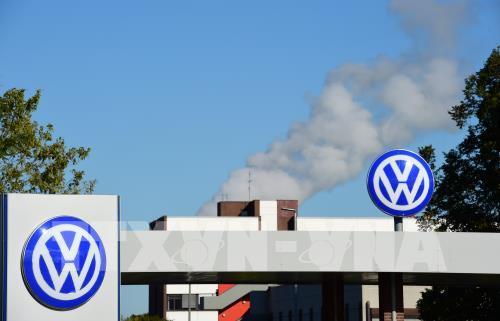 Các hãng sản xuất ô tô ở châu Âu khôi phục hoạt động