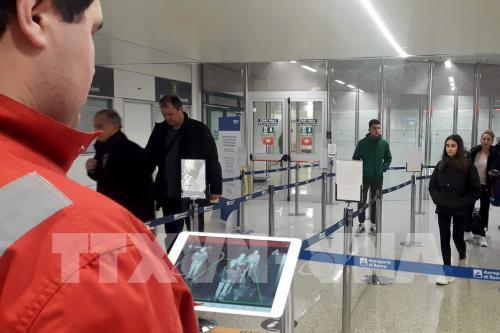 Italy cấm sử dụng khoang hành lý xách tay trên máy bay