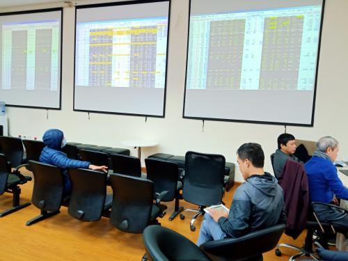 Thông tin tích cực giúp thị trường chứng khoán sáng 10/4 duy trì đà tăng