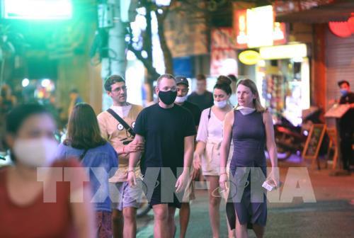 Thành phố Hồ Chí Minh cho phép mở lại quán bar, vũ trường