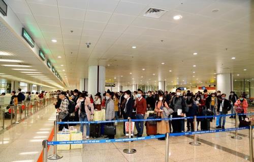 Hơn 2.000 người từ vùng dịch sẽ nhập cảnh sân bay Nội Bài trong ngày 22/3