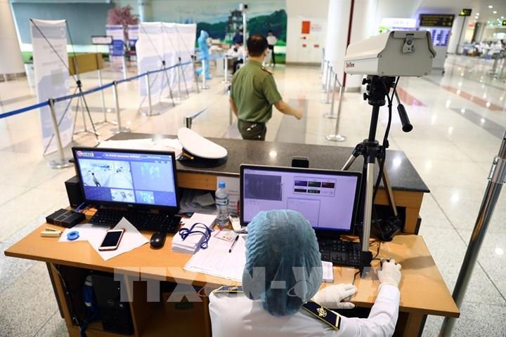 Dịch COVID-19: Khách về sân bay Nội Bài từ vùng dịch giảm mạnh