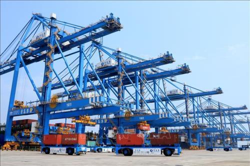Xuất khẩu của Trung Quốc tăng lần đầu tiên kể từ đầu năm nay