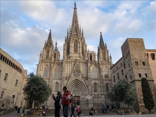 Tây Ban Nha sẽ nối lại hoạt động du lịch quốc tế từ tháng Bảy