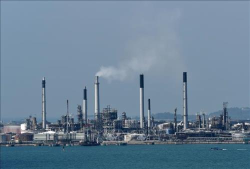 Giá dầu châu Á giảm 2% phiên 28/10 do dự trữ dầu thô của Mỹ tăng