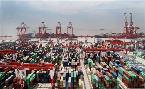Trung Quốc trở thành đối tác thương mại lớn nhất của Mỹ trong tháng Tư