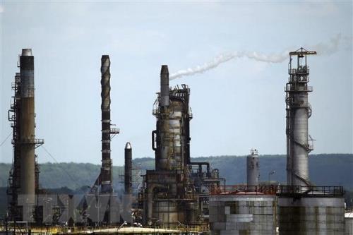 Các công ty lọc dầu tiếp tục phải cắt giảm công suất
