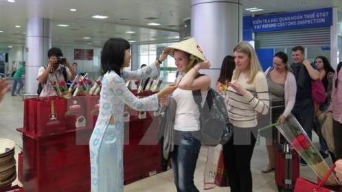 Sử dụng người nước ngoài hướng dẫn du lịch sẽ bị phạt tới 90 triệu đồng