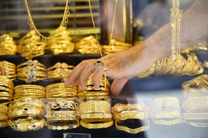 Giá vàng thế giới giảm nhẹ do nhà đầu tư chuyển hướng sang tài sản rủi ro
