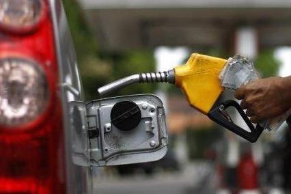 Giá dầu bật tăng trên 10% nhờ số liệu kinh tế tích cực tại Mỹ