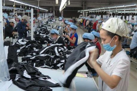 May mặc và giày dép giúp Campuchia duy trì tăng trưởng kinh tế