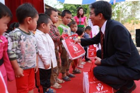 Canon bàn giao trường học cho các xã khó khăn của Điện Biên