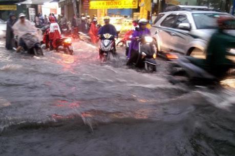 Thành phố Hồ Chí Minh: Hàng không, đường bộ bị ảnh hưởng do mưa lớn