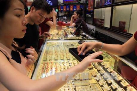 Giá vàng trong nước tiếp tục trượt sâu