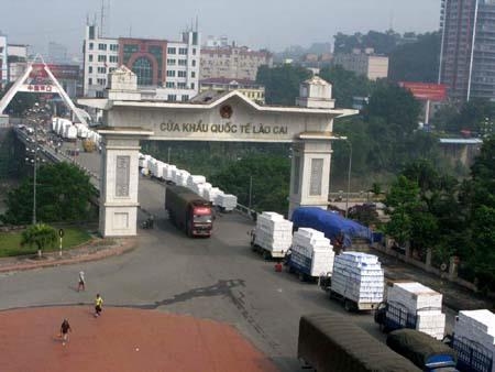 На границе Китая и Вьетнама растет оборот товаров и пассажиров