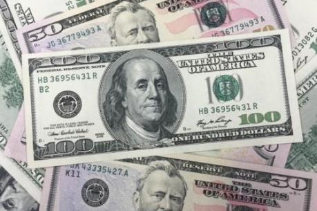 USD vững giá trước khi Mỹ công bố doanh số bán lẻ
