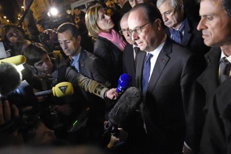 Tổng thống Pháp tới hiện trường khủng bố tại Paris