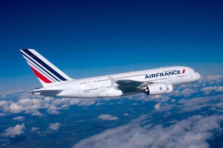 Hai máy bay khởi hành từ Mỹ tới Pháp chuyển hướng vì lý do an ninh