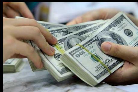 Giá đô la Mỹ bất ngờ tăng sát mức trần