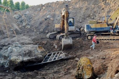 Bùng nổ nạn khai thác khoáng sản trái phép ở Đắk Nông