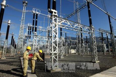 Gắn biển công trình đường dây truyền tải điện 500kV  Sơn La - Lai Châu