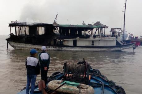 Cháy tàu du lịch trên Vịnh Hạ Long, Quảng Ninh