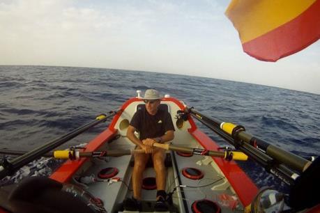 Người đầu tiên chèo thuyền một mình từ Bắc Mỹ đến Australia