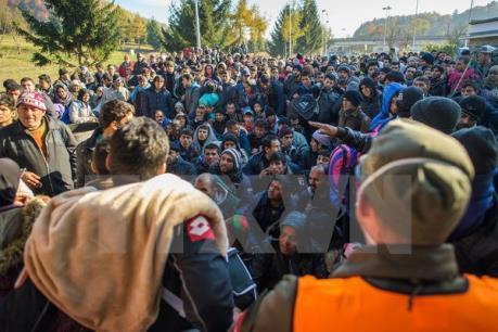 Khủng hoảng di cư tiếp tục làm châu Âu đau đầu