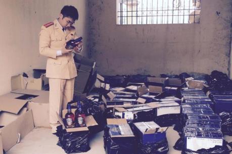 Gần 500 chai rượu ngoại không rõ nguồn gốc bị phát hiện chuyển về Hà Nội tiêu thụ