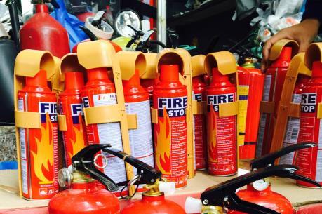 """Bình chữa cháy """"cháy"""" hàng, tăng giá"""