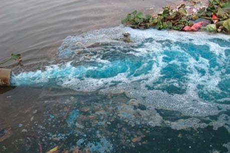 Bắt quả tang Công ty Pou Hung Việt Nam xả thải ra sông Vàm Cỏ Đông