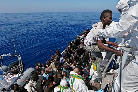 Vấn đề người di cư: Các đường dây buôn người thu lợi 3-6 tỷ euro năm 2015