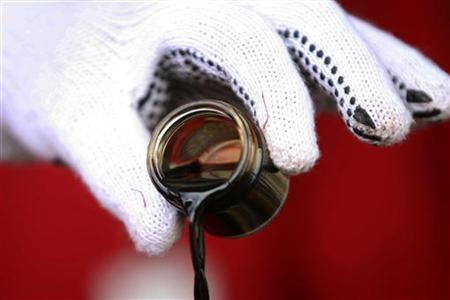 Giá dầu tụt xuống dưới 27 USD/thùng