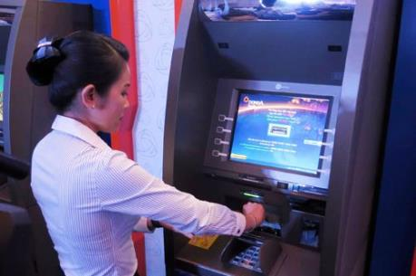 Chật vật rút tiền Tết qua ATM