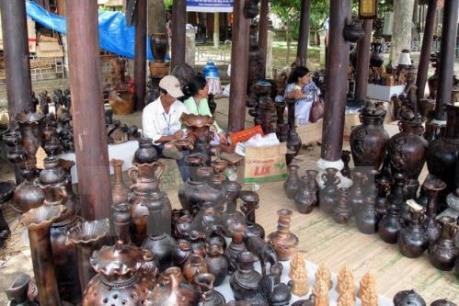 Trưng bày, đấu giá gần 1.000 cổ vật quý tại Nam Định