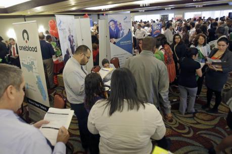 Số người Mỹ xin trợ cấp thất nghiệp lần đầu bất ngờ giảm